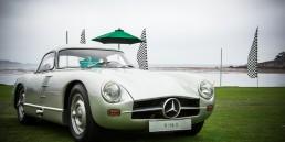 Mercedes-Benz 300 SL Rennsportprototyp (W 194) für die Saison 1953. Exterieurfoto von rechts vorn. Monterey Car Week in Pebble Beach, 2012. (Fotosignatur der Mercedes-Benz Classic Archive: D123917)
